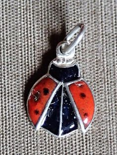 Silber Medaillon Charm enameled Amulett, Marienkäfer, ladybug Lady Bug, Charms, Brooch, Ebay, Personalized Items, Jewelry, Amulets, Postage Stamps, Shopping