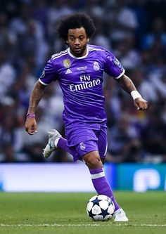 Marcelo Vieira of Real Madrid CF runs with the ball during the UEFA Champions League Final between Juventus and Real Madrid at National Stadium of Wales on June 2017 in Cardiff, Wales. Real Madrid Football Club, Best Football Team, Football Boys, National Stadium, National Football League, Marcelo Real, Liga Soccer, Real Madrid Wallpapers, Cristiano Ronaldo Wallpapers
