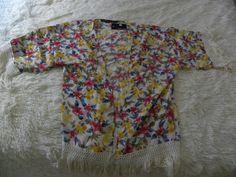 http://www.loslooksdemiarmario.com/2014/05/kimono-de-flecos-amarillo-zara-vs.html
