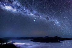 Eta aquarid meteor over my Bruno east java- Justin Ng photography.
