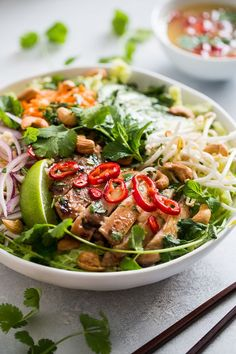 This Vietnamese Chicken Salad has all my favorite flavors in one giant bowl of veggie packed goodness! It's easy to make, dairy free, gluten free, and paleo. Healthy Salads, Healthy Eating, Healthy Recipes, Healthy Vietnamese Recipes, Asian Salads, Vietnamese Chicken Salad, Vietnamese Food, Vietnamese Salad Recipe, Vietnamese Sandwich