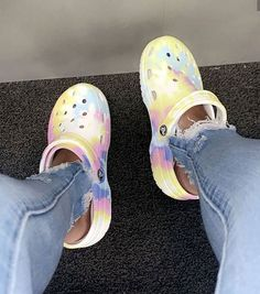 These r litterly the crocs i have. Cute Sneakers, Sneakers Mode, Sneakers Fashion, Fashion Shoes, Shoes Sneakers, Shoes Heels, Crocs Classic, Aesthetic Shoes, Hype Shoes