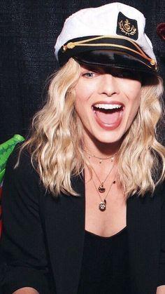 Arlequina Margot Robbie, Actress Margot Robbie, Margo Robbie, Margot Robbie Harley Quinn, Margot Robbie Tumblr, Naomi Lapaglia, Pretty People, Beautiful People, Girl Tongue