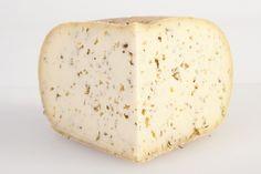 $8,50 (Precio en €) Queso artesano finas hierbas Carreras Queso, Dairy, Cheese, Food, Raw Milk, Artisan, Herbs, Cow, Racing