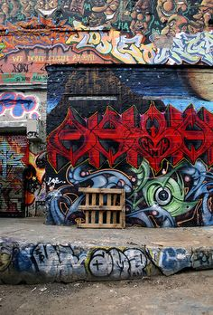 Reason #94 why I dream about NYC: the beautiful graffiti, like this wall in Queens. Graffiti 1 by Daniella Zalcman, via Flickr