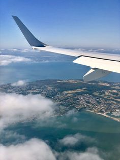 Plane Photography, Instagram Logo, Aesthetic Themes, Beautiful Places To Travel, Life Purpose, Insta Story, Dublin, Airplane View, Iphone Wallpaper