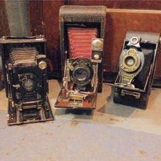 VINTAGE CAMERA FINDS AT THE ANTIQUE STORE ! ...... Love these ! ....... Download the App FLEATIQUE APP on the Apple App Store for IPhone 5 - 5c - 5s & IPhone 6 ...... Antique antiques roadshow American pickers Junkin junk gypsy flea market photos photo photography photographs photograph picture pictures man girl woman