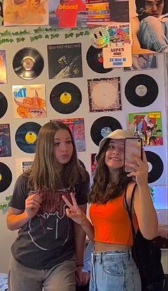 - Cute Friend Pictures, Best Friend Pictures, Indie Outfits, Retro Outfits, Grunge Outfits, Cute Friends, Best Friends, Photographie Indie, Estilo Indie