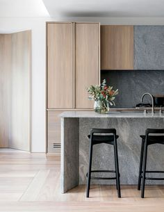 Stunning Modern Apartment Kitchen Decor Ideas and Remodel - Page 14 of 72 Modern Kitchen Design, Interior Design Kitchen, Kitchen Decor, Kitchen Ideas, Contemporary Kitchen Interior, Kitchen Layout, Kitchen Styling, Kitchen Dining, Modern Design