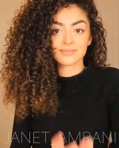 Naturlocken frisuren Tresses in Distress? Tips To Repair Damaged Hair Curly Hair Tips, Curly Hair Care, Curly Hair Styles, Natural Hair Styles, Curly Hair Routine, Zendaya Hair, Zendaya Makeup, Zendaya Outfits, Curly Hair Tutorial