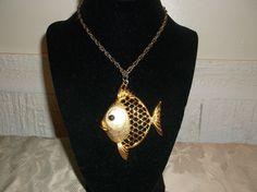 VTG. JJ JONETTE LARGE GOLD TONE BUBBLE/GOOGLE EYE GOLD/ANGEL FISH NECKLACE~ #JJJonette #LargeAngelGoldFishPendant