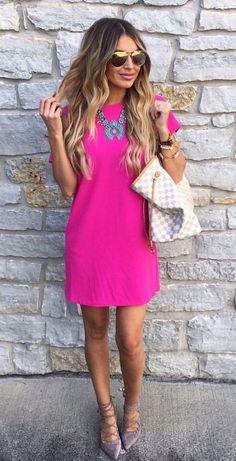 02c5e58165d2 Rosa Kleid kombinieren  Welche Schuhe passen zu rosa Kleid Pink Dress  Outfits