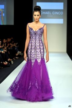 Michael Cinco 2010 Glamorous Dresses, Stunning Dresses, Pretty Dresses, Couture Outfits, Haute Couture Dresses, Michael Cinco Couture, Purple Fashion, Dress To Impress, Evening Gowns