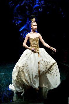 Guo Pei, The Legend of the Dragon Fashion Show, 2012