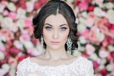 Brautmode perfektes Augenmake-Up Hochzeit-Ideen Augenbrauen Glossy-Lippen