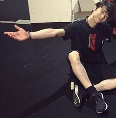 He's so tasty. Study Japanese, Japanese Men, Male Figure Skaters, Figure Skating, Yuzuru Hanyu Pooh, Rhythmic Gymnastics Training, Japanese Figure Skater, Ice King, Olympic Champion