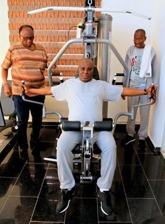 """Atiku Abubakar Works Out at the Gym Ahead Of His 'Transfer to Arsenal' (Photos)   Nigerian former military head of state and now politician Atiku Abubakar left his fans reeling with laughter after sharing photos of him training as he prepares to move to Arsenal FC.  He wrote: """"Warming up for my medicals so I can complete my transfer to Arsenal in January.""""  More photos below... The politician who is a die-hard Arsenal fan said he will be joining the London-based team soon as he wants them to…"""
