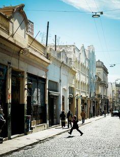 Calle Defensa, entre Estados Unidos y Carlos Calvo - Mercado de San Telmo    Jérôme Galland