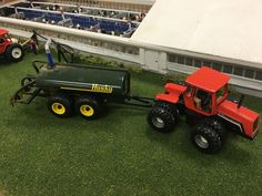 The Toy Tractor Times is an online farm toy community for toy farmers. View model farms and chat with thousands of toy tractor collectors today! Toy Display, Display Ideas, Farm Layout, Livestock Farming, Farm Toys, Case Ih, Old Farm, Toy Trucks, Scale Model