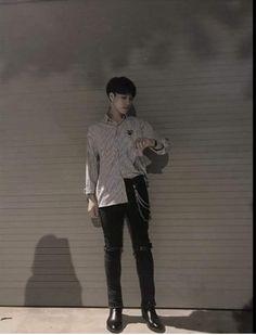Thần_Thần Korean Fashion Trends, Mens Fashion Blog, Yoon Park, Monochrome Fashion, Beautiful Boys, Pretty Girls, Ulzzang Boy, Asian Boys, Japanese Fashion