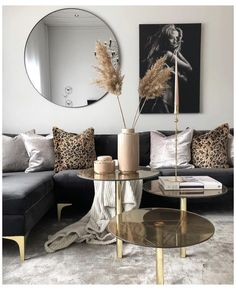 Black And Gold Living Room, Beige Living Rooms, Home Living Room, Living Room Designs, Living Room Decor Gold, Black Living Room Furniture, Black Gold Bedroom, Gold Home Decor, Living Room Goals