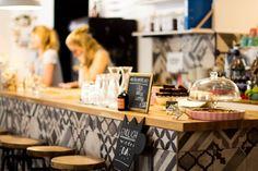 Café Caspar - linger in der Nähe der Universität - Wien - Kaffee Cozy Cafe, Vienna, Room Inspiration, Table Decorations, Instagram, Home Decor, Mood Boards, Travel, Watercolor Painting