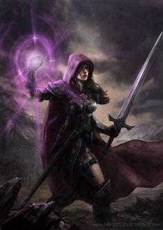 Casiandra é uma warmage extremamente poderosa, nascida e criada nos Principados, onde entrou para a Ordem de Prata e para os Sentinelas das Brumas. Chegou a uma posição de liderança nos Sentinelas, quando foi convidada para fazer parte dos Herdeiros da Fênix há 34 anos.