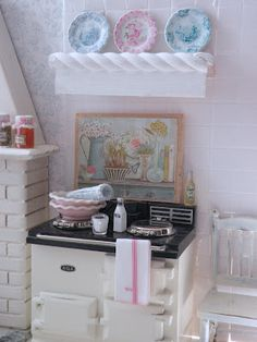 Is this not the sweetest little stove? PERFECT for that vintage fairy princess kitchen ❤