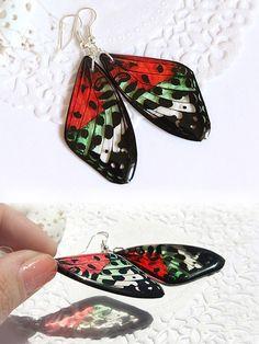 He encontrado este interesante anuncio de Etsy en https://www.etsy.com/es/listing/236101043/summer-butterfly-earrings-red-green