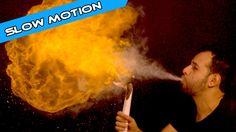 Cuspir fogo com maisena é o novo vídeo da série de slow motion. Veja as imagens incríveis da supercâmera de toda a pirotecnia com amido de milho em câmera lenta.