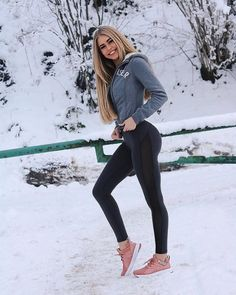 Best Practice To Select The Right Yoga Pants Sexy Jeans, Athletic Women, Girls Jeans, Women's Fashion Dresses, Fashion Clothes, Leggings Fashion, Fitness Fashion, Fit Women, Womens Fashion