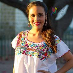 """Pedazo de mi Tierra (@pedazodemitierra) en Instagram: """"Pensamientos que fueron bordados con mucho amor y cuidado  Blusa multicolor con bordado y deshilado…"""""""