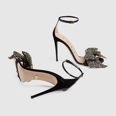 Shop the Patent leather sandal with removable crystal bow by Gucci. The understand silhouette of the patent leather sandal features three front straps and a thin heel, enriched with a removable crystal bow designed with an exaggerated feel. Stilettos, Stiletto Heels, Dr Shoes, Cute Shoes, Shoes Heels, Frauen In High Heels, Ankle Strap High Heels, Leather Sandals, Patent Leather