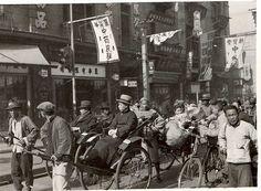 老上海街景 Shanghai 1936 by China Postcard Shanghai Night, Old Shanghai, Old Pictures, Old Photos, Vintage Photographs, Vintage Photos, East Of Eden, History Images, China Art