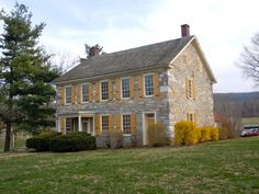 Conrad Weiser House in Berks County, Pennsylvania. Farmhouse Architecture, Colonial Architecture, Amazing Architecture, Cottage Farmhouse, Farmhouse Plans, Victorian Farmhouse, Victorian Homes, Old Stone Houses, Old Houses