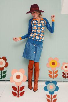 Longsleeves - Sporty Langarm Top Blume petrol orange Oberteil - ein Designerstück von Bonnie-and-Buttermilk bei DaWanda