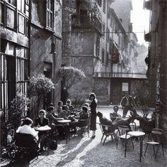 "ach-thebrother: "" historicaltimes: "" The ""Bar Giamaica"" in Milan, Italy, ca 1950 "" fotografia di Ugo Mulas (1928-1973) """
