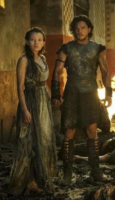 Emily Browning & Kit Harington in Pompeii