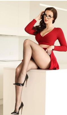 Sexy Hips, Sexy Legs And Heels, Girly Outfits, Short Outfits, Sexy Outfits, Beautiful Legs, Gorgeous Women, Girls With Glasses, Hot Dress
