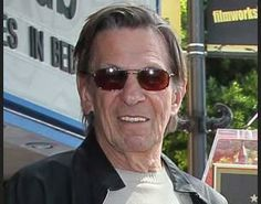 Leonard Nimoy Says His Fans to Quit Smoking
