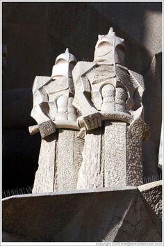Soldados romanos por el escultor Josep Maria Subirachs.  Fachada de la Pasión, La Sagrada Família.