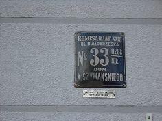 Warszawa. Przedwojenna tablica adresowa na kamienicy przy ul. Białobrzeskiej 33.