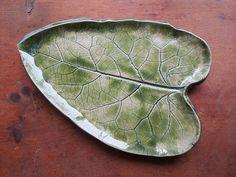 Burdock Leaf Serving Plate in Green.