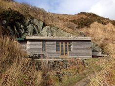 http://cabinporn.com/post/77863010744/porthdinllaen-cabin-on-the-llyn-peninsula-wales