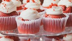 Who doesn't love a good Red Velvet Cupcakes with luscious cream cheese frosting for Mother's day, Valentines and special occasion Red Velvet Cupcakes, Mini Cupcakes, Frosting Recipes, Cupcake Recipes, Beef Pares, Red Food Coloring, Paper Cupcake, Recipe Instructions, Cream Cheese Frosting