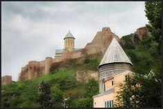 Gürcistan, Karadeniz'e bakan sahil şeridi, dağları, kış turizmine elverişli tesisleri, tarihi ve kültürel zenginlikleri ile önemli ölçüde turizm potansiyeline sahiptir. Ayrıca, zengin termal su kaynakları ve kaplıcaları da birçok turisti ülkeye çekmektedir.
