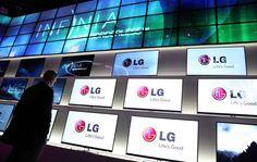 Nei prossimi anni si assisterà alla graduale scomparsa dei tanto utilizzati display LCD: la tecnologia OLED si è dimostrata superiore sotto molti punti di vista (qualità dell'immagine, costi di produzione, consumo energetico), e la produzione di pannelli basati su di essa ha fatto talmente...