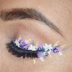 Floral eyeliner is the most beautiful make-up look for spring – FASHION Maga … – makeup products Eye Makeup Art, Makeup Inspo, Makeup Inspiration, Makeup Ideas, New Makeup Trends, Movie Makeup, Flower Makeup, Fairy Makeup, Mermaid Makeup