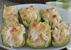 Zucchini stuffed with tuna and WW fresh cheese, recipe of a good light dish made from zucchini and tuna, easy to make, to serve with a salad. Healthy Salads, Healthy Recipes, Weigth Watchers, Mini Cakes, Flan, Entrees, Zucchini, Favorite Recipes, Lunch