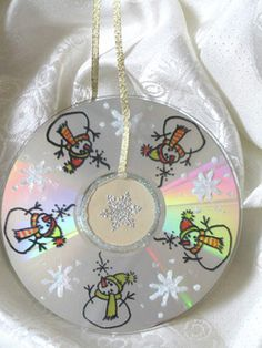 Christmas Crafts with Old CDs   So I was doing a little searching this morning on Christmas Crafts ...